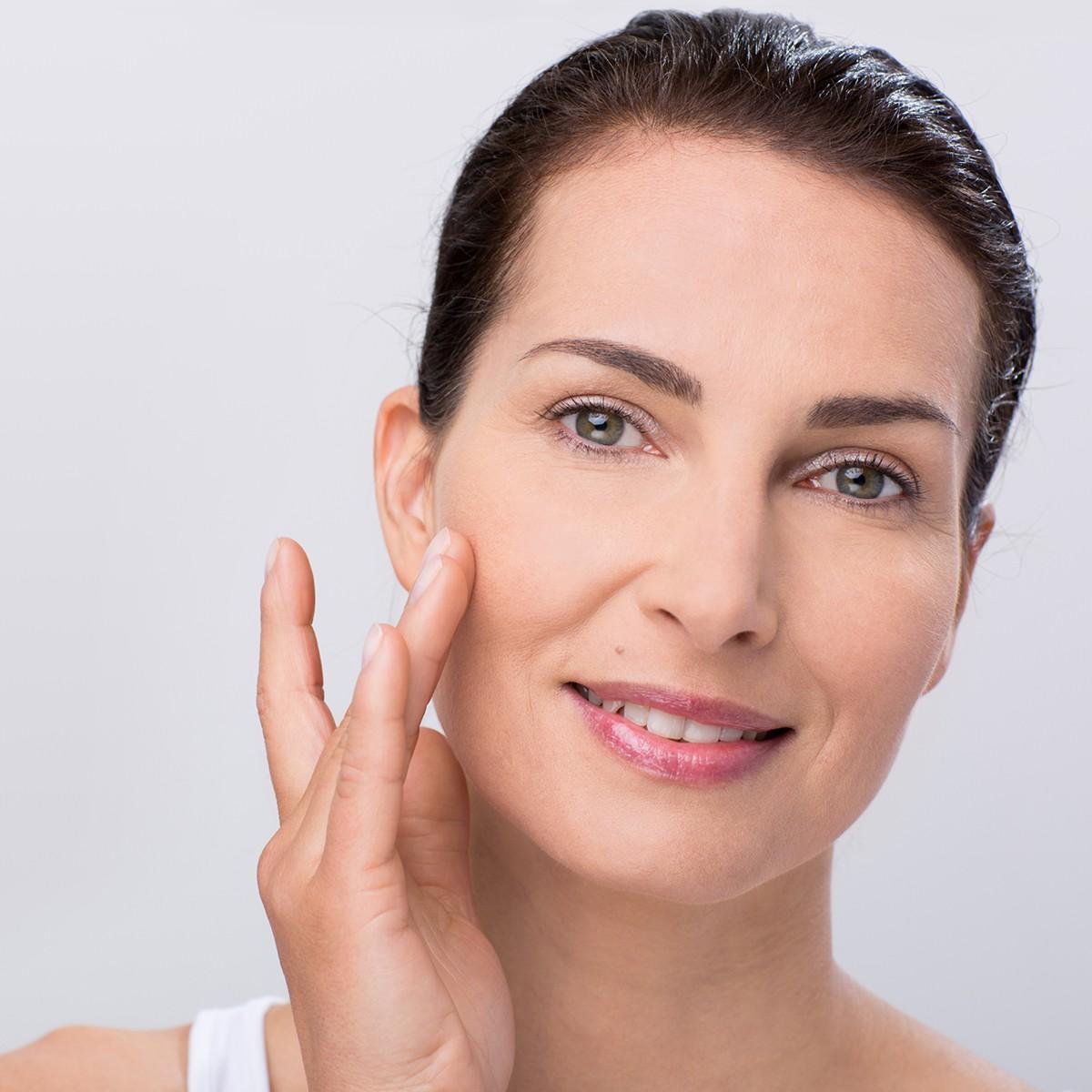 Woman applying Mira-Skin Hyaluronic Serum directly to the skin