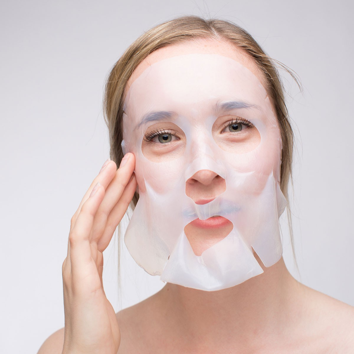 Applying of the Mira-Skin Mask onto the face